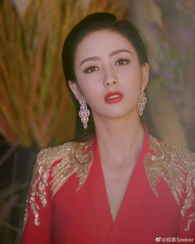 Dàn mỹ nhân Hoa ngữ 'mỗi người một vẻ' rực rỡ trong sắc đỏ ảnh 1