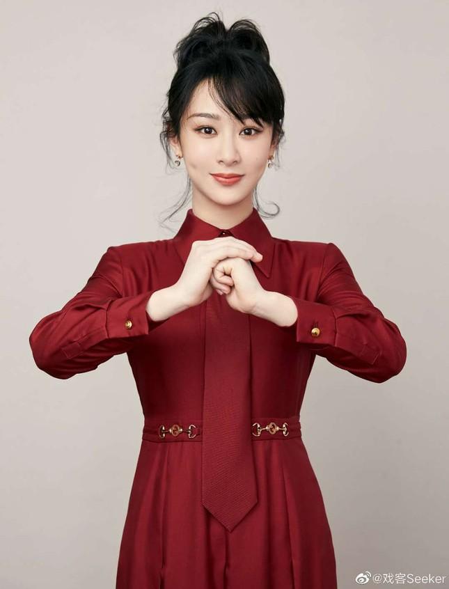 Dàn mỹ nhân Hoa ngữ 'mỗi người một vẻ' rực rỡ trong sắc đỏ ảnh 2