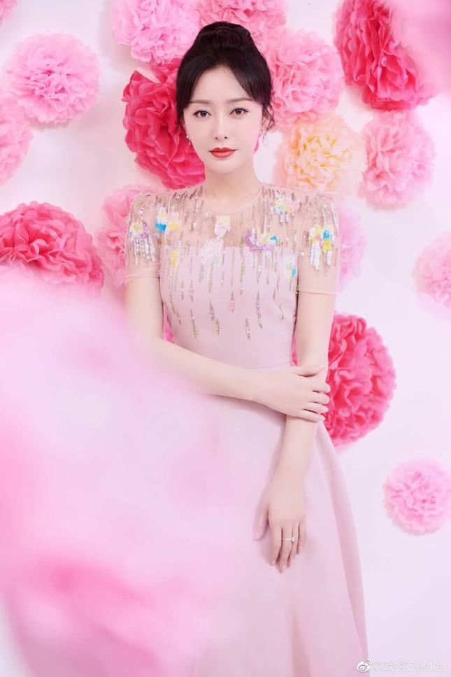 Dàn mỹ nhân Hoa ngữ 'mỗi người một vẻ' rực rỡ trong sắc đỏ ảnh 3