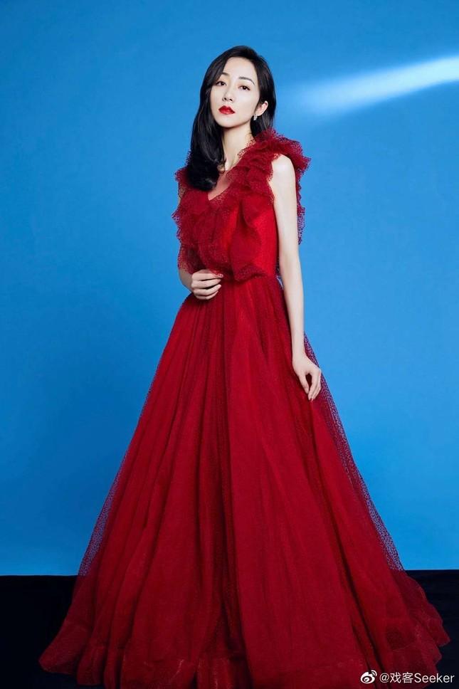 Dàn mỹ nhân Hoa ngữ 'mỗi người một vẻ' rực rỡ trong sắc đỏ ảnh 4