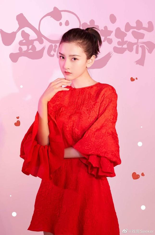 Dàn mỹ nhân Hoa ngữ 'mỗi người một vẻ' rực rỡ trong sắc đỏ ảnh 5