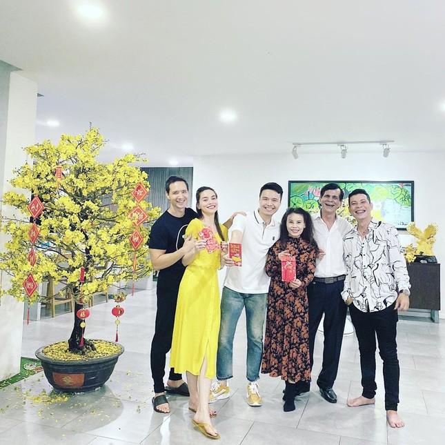 Sao Việt mồng 1 Tết: Hòa Minzy đón Tết ở quê bạn trai, Thang Duy Idol than ế ảnh 10