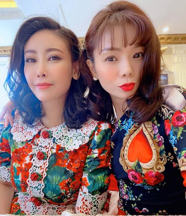 Sao Việt mồng 2 Tết: Khả Ngân tung ảnh bán nude, Quốc Trường 'thả thính' ảnh 10