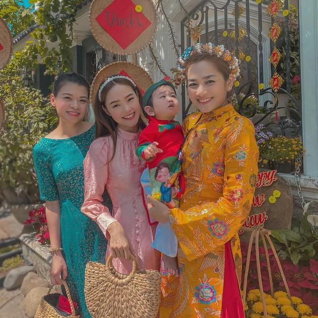 Sao Việt mồng 2 Tết: Khả Ngân tung ảnh bán nude, Quốc Trường 'thả thính' ảnh 3