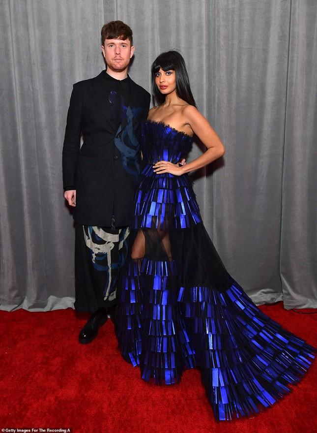 Chiêm ngưỡng những bộ cánh đẹp nhất trên thảm đỏ Grammy 2020 ảnh 15