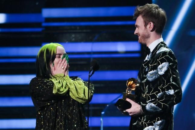 Nữ ca sĩ tuổi teen làm nên lịch sử tại Grammy 2020, đánh bại loạt tên tuổi ảnh 2