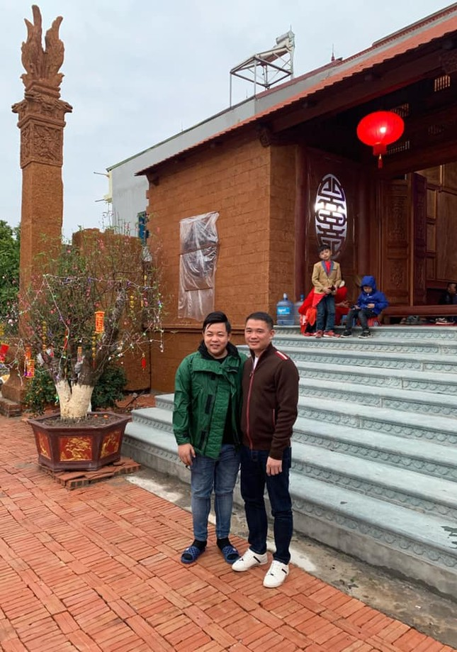 Sao Việt mồng 4 Tết: Hồ Ngọc Hà ôm ấp Lý Quý Khánh giữa tuyết trắng ảnh 1