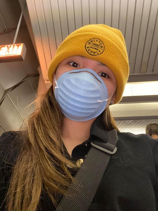Sao Việt đi chơi Tết giữa 'bão' virus Corona: Ai cũng kín mít khẩu trang ảnh 4