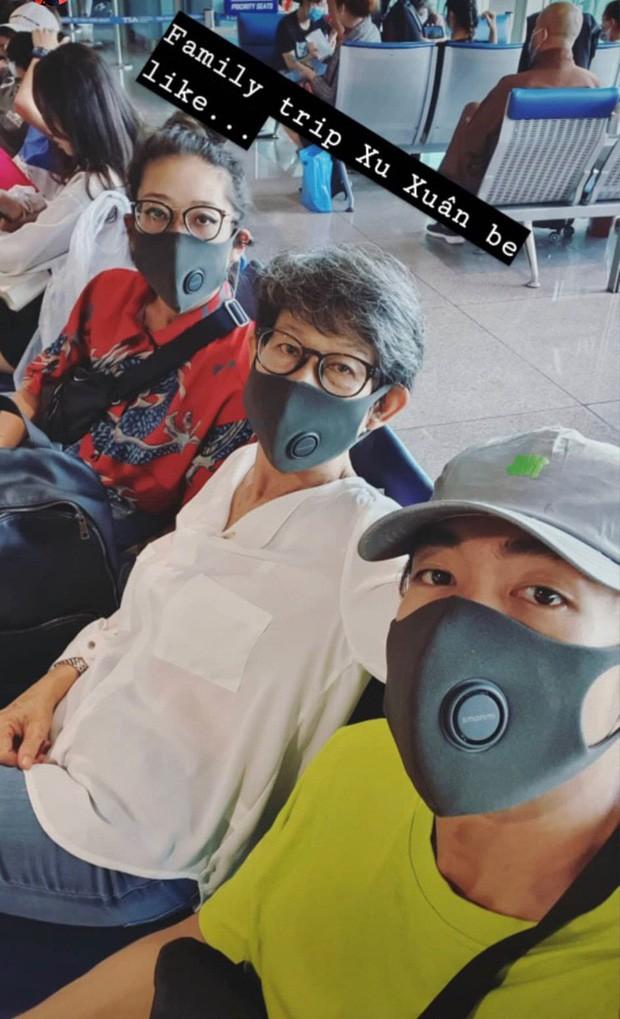 Sao Việt đi chơi Tết giữa 'bão' virus Corona: Ai cũng kín mít khẩu trang ảnh 8