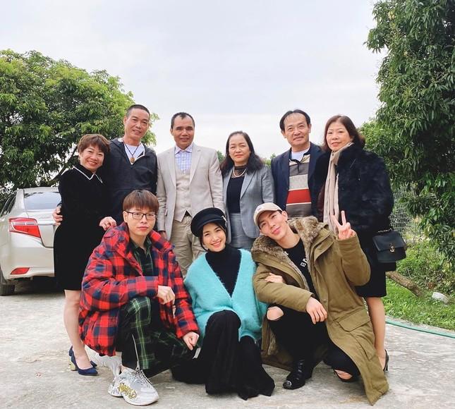 Sao Việt mồng 5 Tết: Hồ Ngọc Hà thèm bánh chưng, Minh Tú khoe body 'hot' ảnh 2