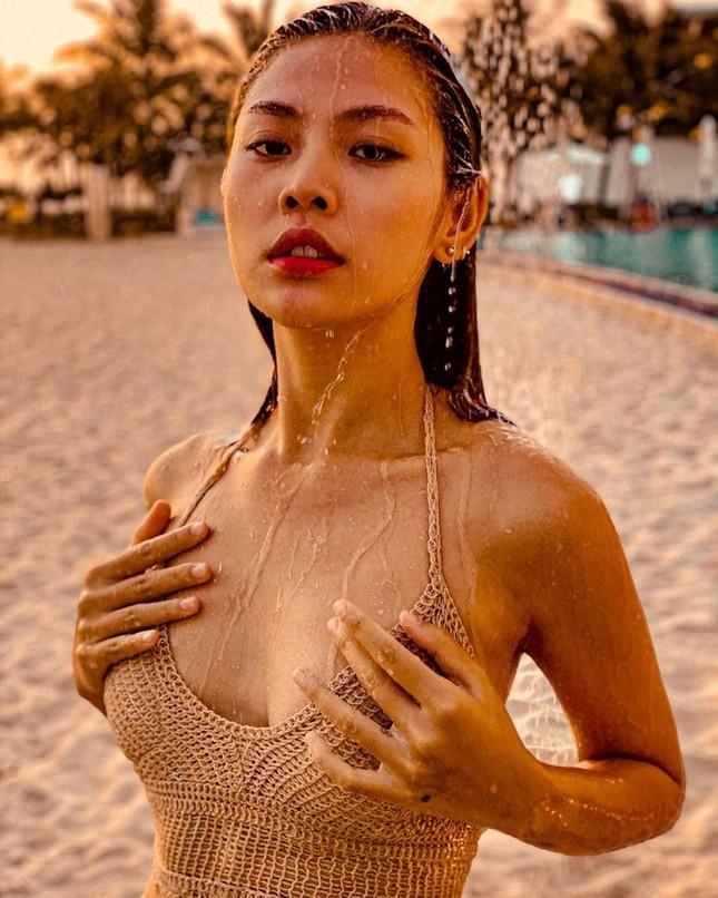 Loạt mỹ nhân Việt tung ảnh bikini 'bỏng mắt' sau Tết ảnh 7