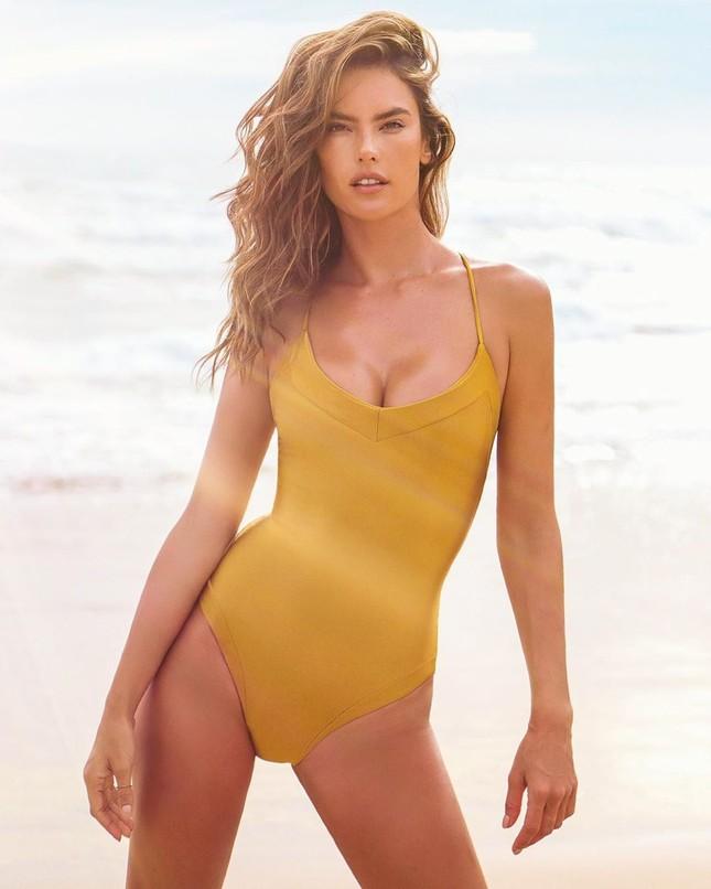 Alessandra Ambrosio tung ảnh bikini 'bỏng rẫy' mừng ngày Galentine ảnh 4