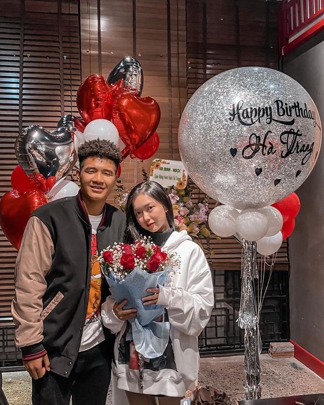 Khoảnh khắc 'tình bể bình' của Hà Đức Chinh và bạn gái mặt đẹp như trăng rằm ảnh 3