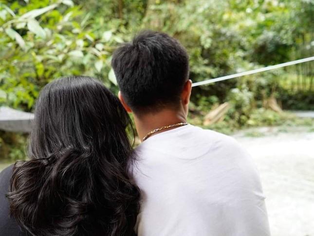 Khoảnh khắc 'tình bể bình' của Hà Đức Chinh và bạn gái mặt đẹp như trăng rằm ảnh 8