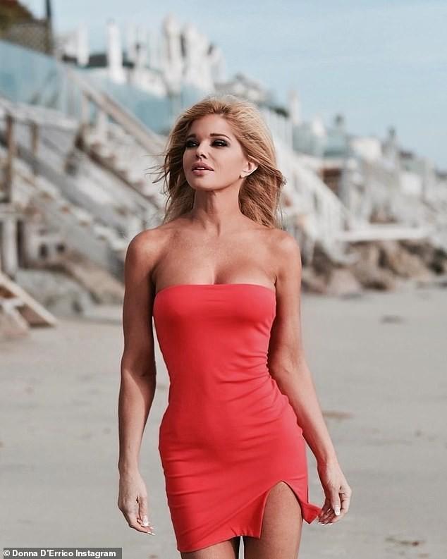 Cựu mẫu Playboy U55 khoả thân, phủ sơn lên người để làm từ thiện ảnh 4