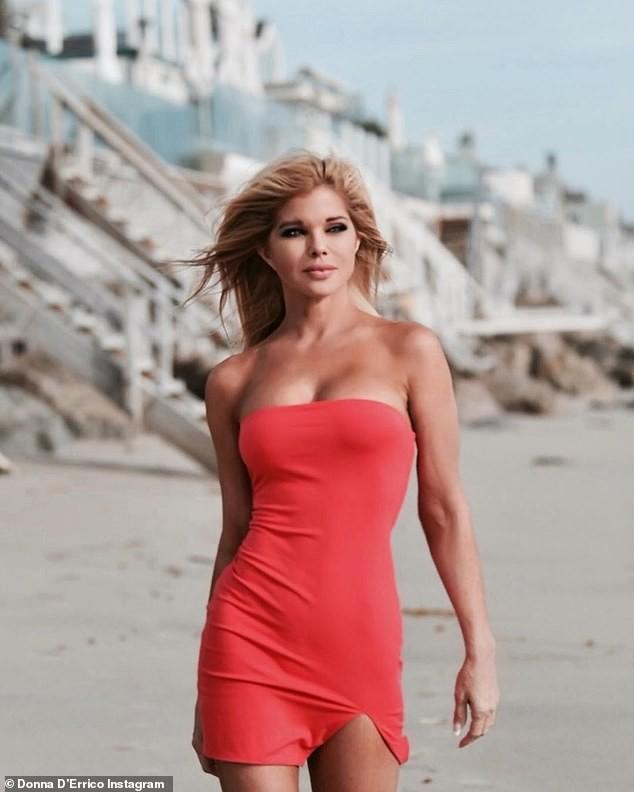 Cựu mẫu Playboy U55 khoả thân, phủ sơn lên người để làm từ thiện ảnh 5