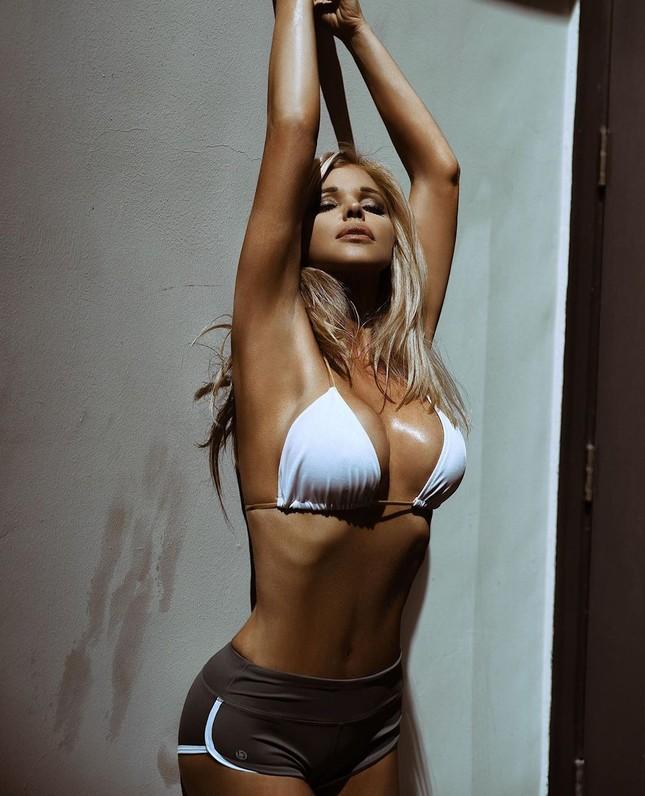 Cựu mẫu Playboy U55 khoả thân, phủ sơn lên người để làm từ thiện ảnh 8