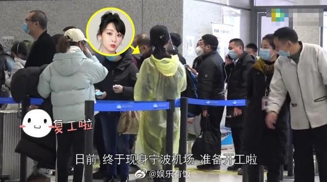 Thời trang sân bay mùa Covid-19 của Dương Tử gây sốt ảnh 1