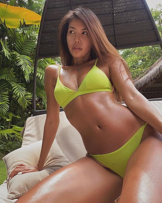 Minh Tú hết tung ảnh khoả thân lại khoe body 'bỏng rẫy' với bikini ảnh 1