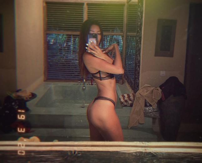 Minh Tú hết tung ảnh khoả thân lại khoe body 'bỏng rẫy' với bikini ảnh 7