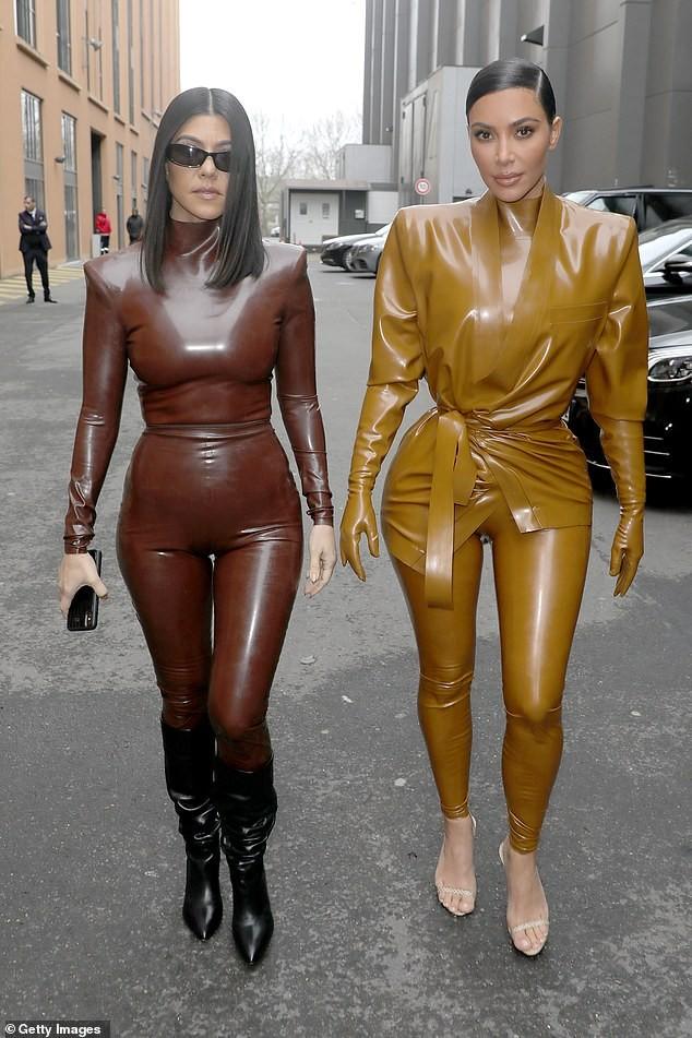 Kim Kardashian đau đớn đến mức văng tục do mặc đồ bó cứng cơ thể ảnh 7