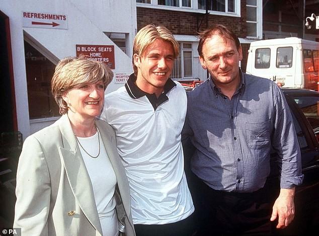 Bố David Beckham lấy vợ ở tuổi 71 ảnh 1