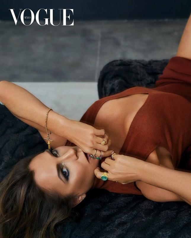 Victoria Beckham hiếm hoi chụp ảnh lộ 'da thịt' trên tạp chí ảnh 3