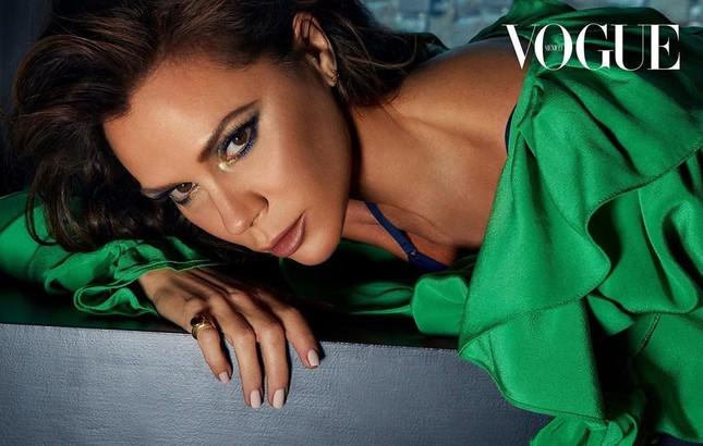 Victoria Beckham hiếm hoi chụp ảnh lộ 'da thịt' trên tạp chí ảnh 4