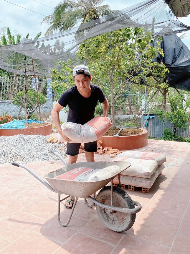 Sao Việt cách ly ngày 8: Trấn Thành tung ảnh 'giường chiếu' của Hari Won ảnh 9