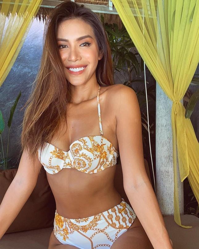 Minh Tú tung loạt ảnh bikini nóng bỏng, tự nhận 'bà hoàng trong làng thả thính' ảnh 1