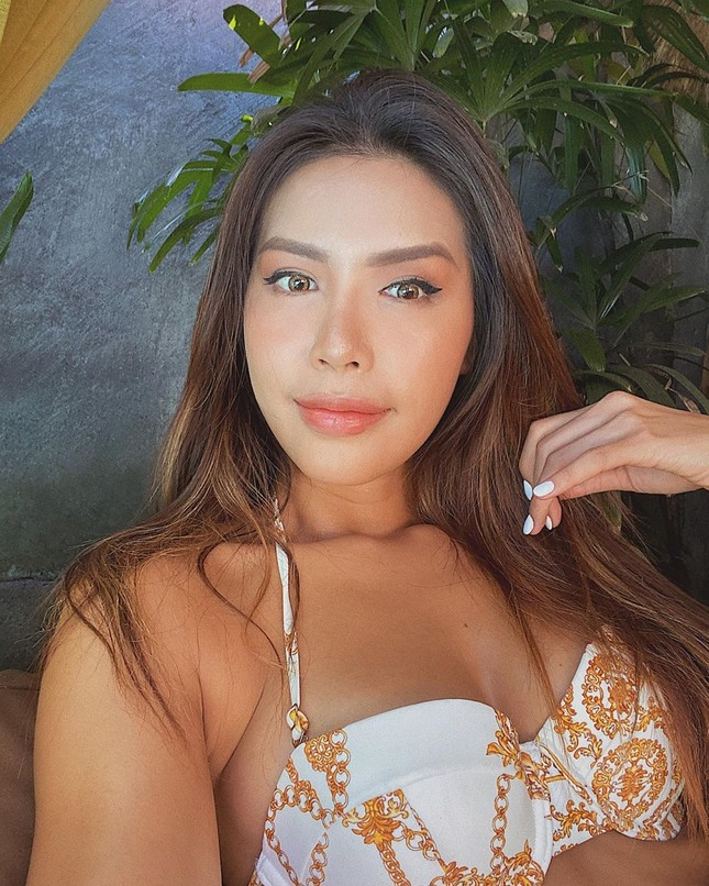 Minh Tú tung loạt ảnh bikini nóng bỏng, tự nhận 'bà hoàng trong làng thả thính' ảnh 5