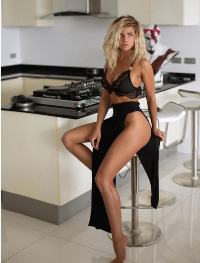 Chuỗi ngày cách ly nóng bỏng với nội y của 'nữ DJ sexy nhất thế giới' ảnh 1