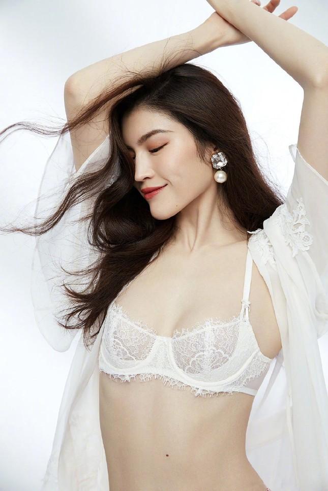 'Chân dài' Victoria's Secret gốc Hoa khoe đường cong tinh tế với loạt nội y ảnh 9