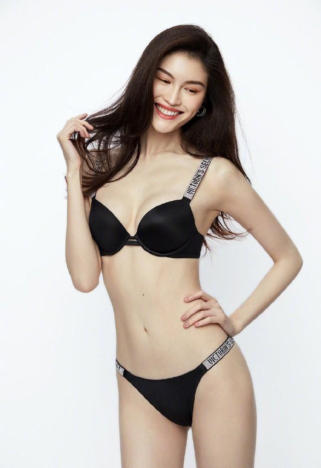 'Chân dài' Victoria's Secret gốc Hoa khoe đường cong tinh tế với loạt nội y ảnh 10