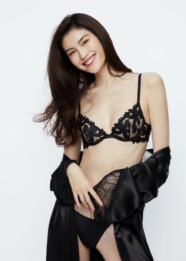 'Chân dài' Victoria's Secret gốc Hoa khoe đường cong tinh tế với loạt nội y ảnh 13