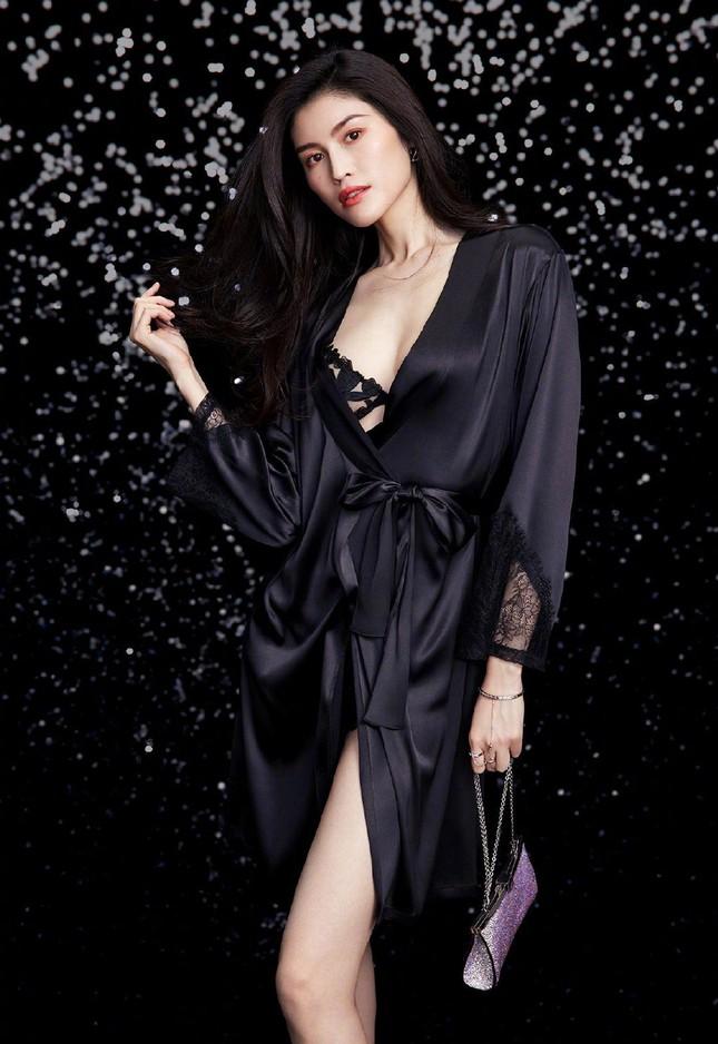 'Chân dài' Victoria's Secret gốc Hoa khoe đường cong tinh tế với loạt nội y ảnh 14