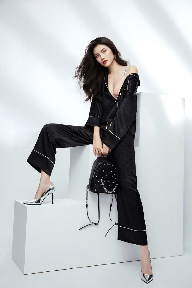 'Chân dài' Victoria's Secret gốc Hoa khoe đường cong tinh tế với loạt nội y ảnh 11