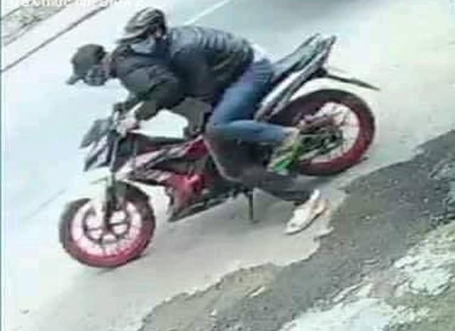 Truy bắt 2 thanh niên cướp tiệm vàng táo tợn ở TPHCM ảnh 1