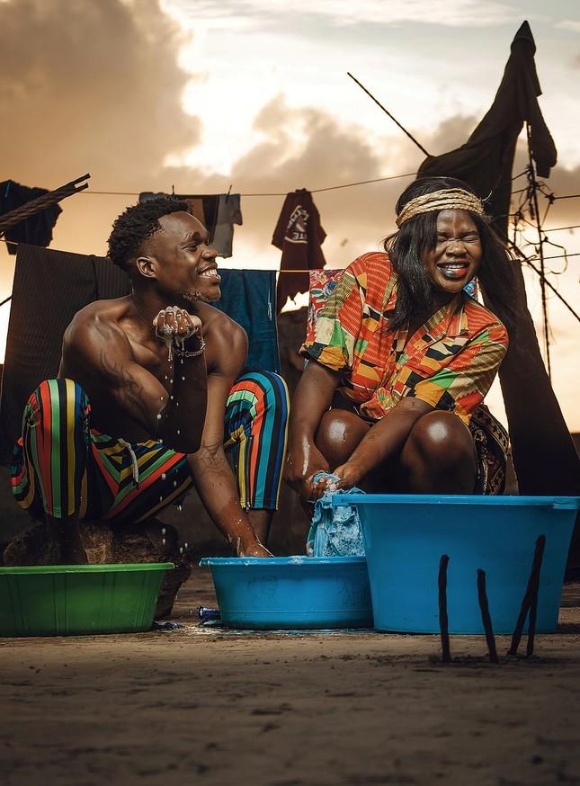 Những bức ảnh ấn tượng nhất về cuộc sống cách ly vì COVID-19 trên toàn cầu ảnh 1