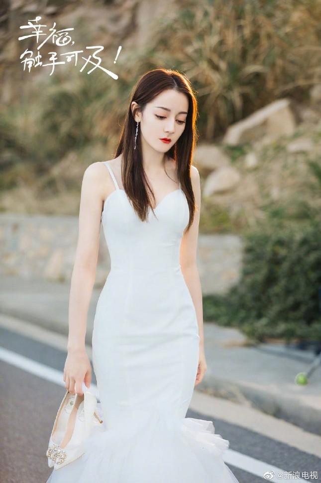 'Mỹ nhân Tân Cương' Địch Lệ Nhiệt Ba đẹp nao lòng trong tạo hình cô dâu ảnh 3