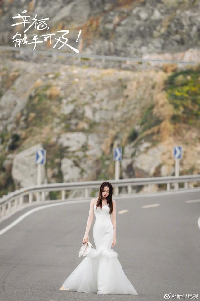'Mỹ nhân Tân Cương' Địch Lệ Nhiệt Ba đẹp nao lòng trong tạo hình cô dâu ảnh 5