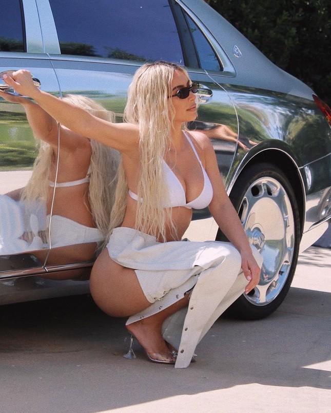 Mặc quần lộ hết nội y, Kim Kardashian bị 'ném đá' ảnh 2