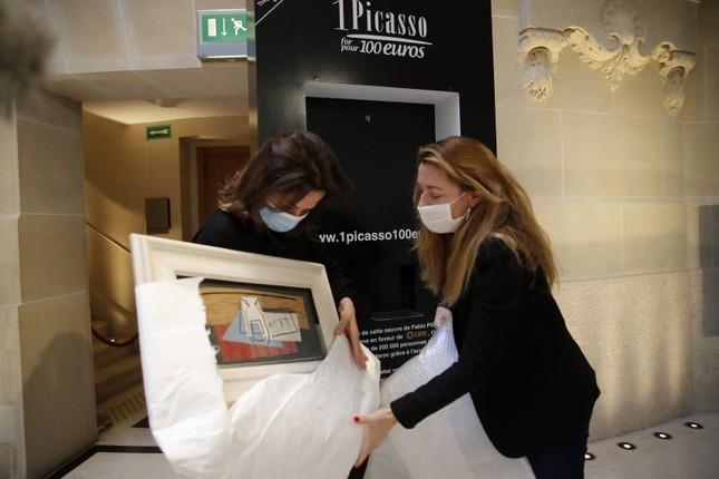 Người phụ nữ may mắn trúng xổ số, nhận về tay tranh Picasso triệu đô ảnh 1