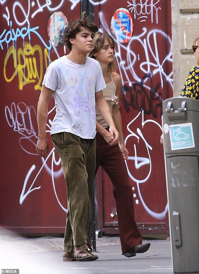 Dẫn bạn gái 'thả rông' xuống phố, con trai Johnny Depps bị chỉ trích ảnh 4
