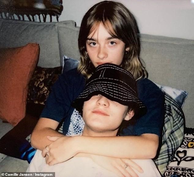 Dẫn bạn gái 'thả rông' xuống phố, con trai Johnny Depps bị chỉ trích ảnh 6