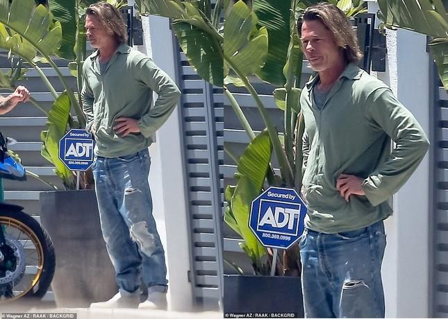 Brad Pitt trông già nua, lôi thôi sau tin đồn hẹn hò nữ phóng viên ảnh 2