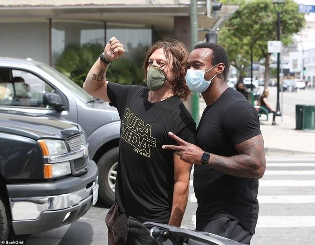Loạt sao Hollywood liên tục xuống đường biểu tình ủng hộ người da đen ảnh 13