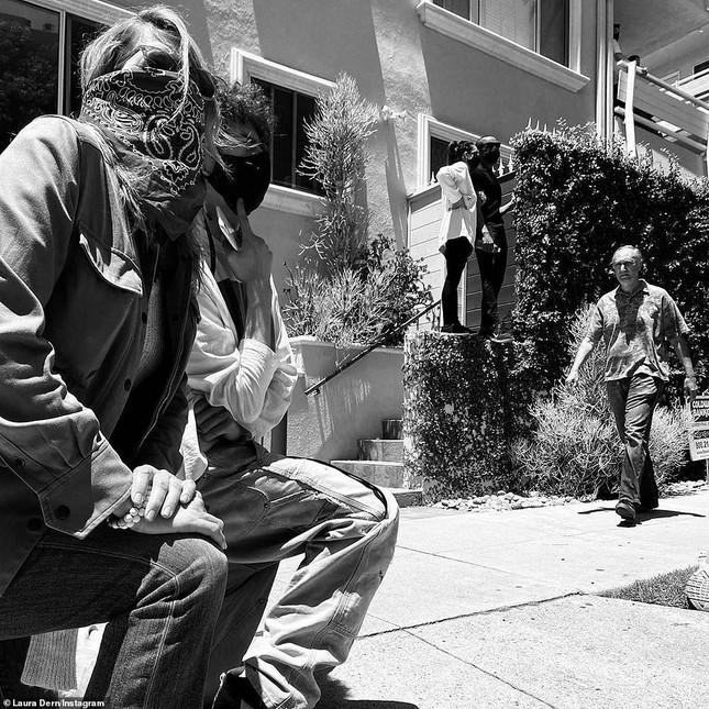 Loạt sao Hollywood liên tục xuống đường biểu tình ủng hộ người da đen ảnh 15