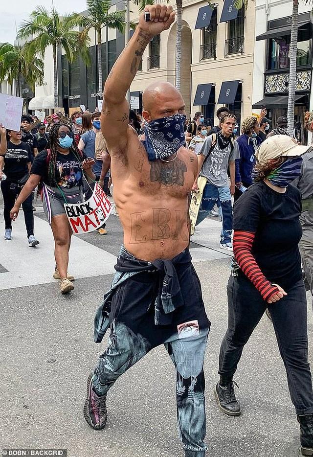 Loạt sao Hollywood liên tục xuống đường biểu tình ủng hộ người da đen ảnh 5