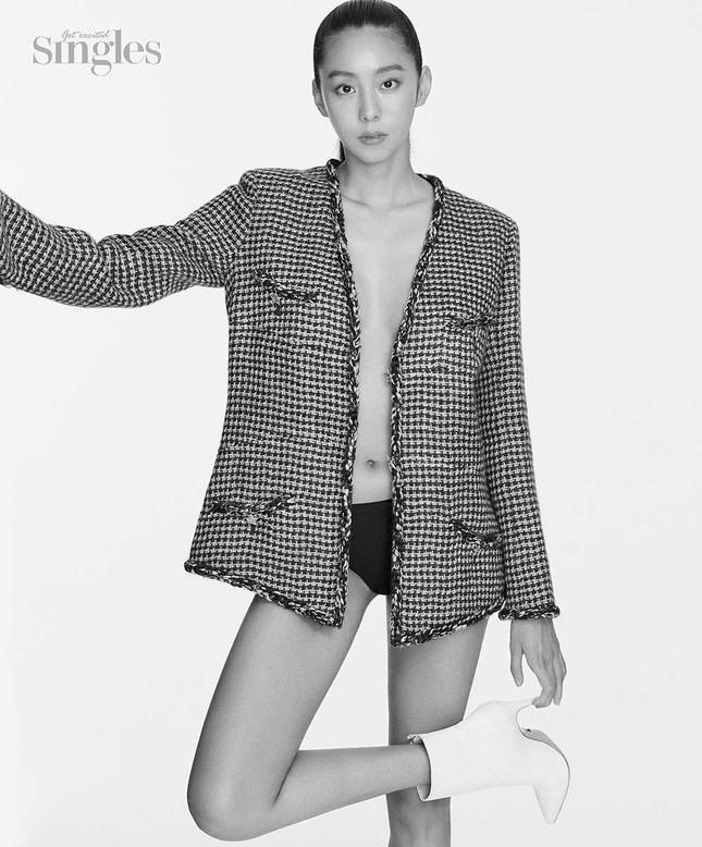 'Nữ thần K-pop' UEE bán nude táo bạo trên tạp chí ảnh 2